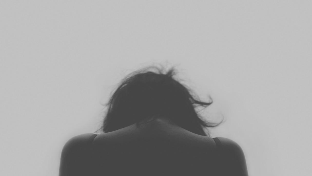 desesperación por migraña y dolor de cabeza