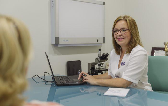 La Doctora Ingrid Martínez Wallin es la especialista en ginecología y obstetricia en la Clínica Martínez Wallin