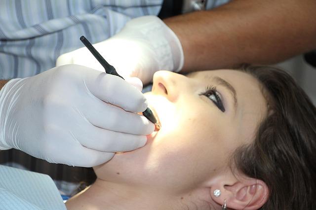 Visitar al dentista previene el cáncer oral